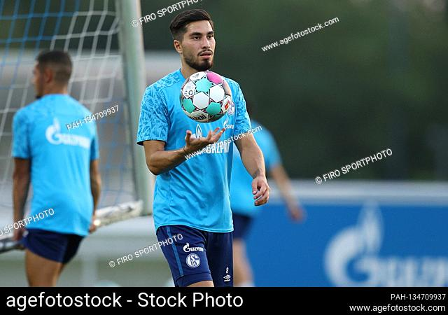 firo: 08/12/2020, Fuvuball: Soccer: 1st Bundesliga. Season 2020/21 FC Schalke 04 Training Suat Serdar | usage worldwide. - Gelsenkirchen/Bundesland...