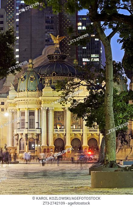 Brazil, City of Rio de Janeiro, Twilight view of the Theatro Municipal