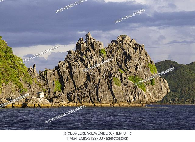 Philippines, Palawan, Taytay Bay, shelter for the bird nest local collectors on the northern Island of the Pabellon Islands also known as Elephant Island