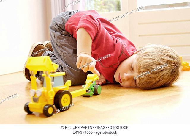 Little boy playing at the floor