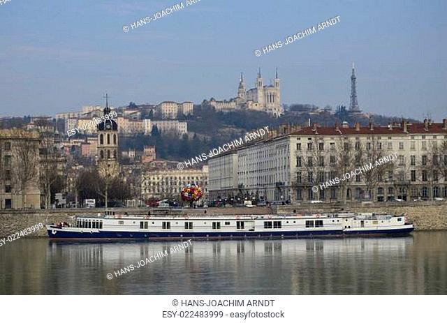 Flussschiff auf der Rhone in Lyon