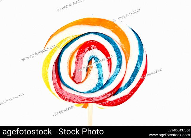 A lollipop, lollipop, chupeta, lollipop or popi (in Costa Rica) is a hard and colorful candy of about 2 to 3 cm in diameter, spherical or oval in shape