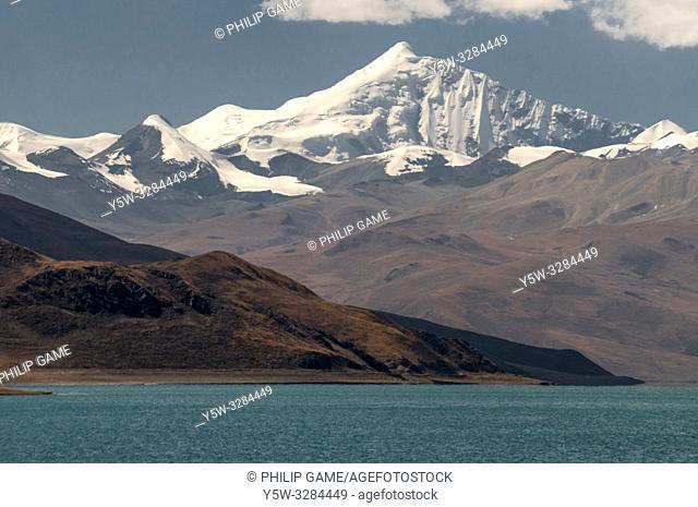 Yamdrok Tso (Lake), Tibet, China, overlooked by Mt Noijin Kangtsang (7191m)