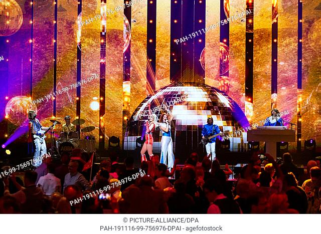 15 November 2019, Baden-Wuerttemberg, Offenburg: The musicians of the band ABBA Gold perform during the recording of the New Year's Eve Show of BR, ORF and SRF