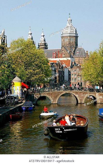 TOURIST BOAT & ST. NICHOLAS CATHEDRAL; LIESDELSLUIS BRIDGE, AMSTERDAM; 24/04/2011