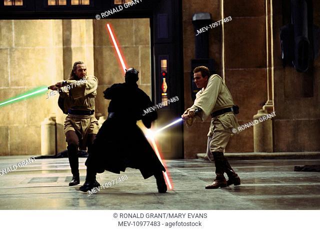 STAR WARS: EPISODE I - THE PHANTOM MENACE [US 1999] [L-R] LIAM NEESON as Qui-gon Jinn, RAY PARK as Darth Maul, EWAN MCGREGOR as Obi-Wan Kenobi