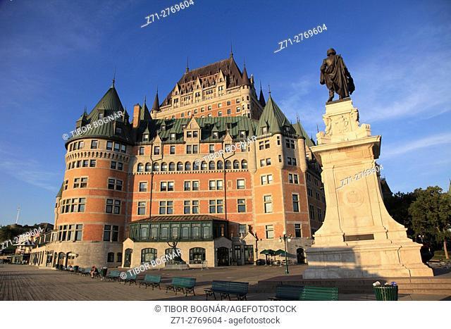 Canada, Quebec City, Chateau Frontenac, Champlain statue, Terrasse Dufferin,