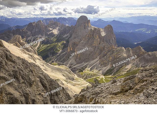 Vajolet valley, Catinaccio group and Latemar group panorama from Catinaccio d'Antermoia summit, Dolomites, Fassa valley, Val di Fassa, Pozza di Fassa
