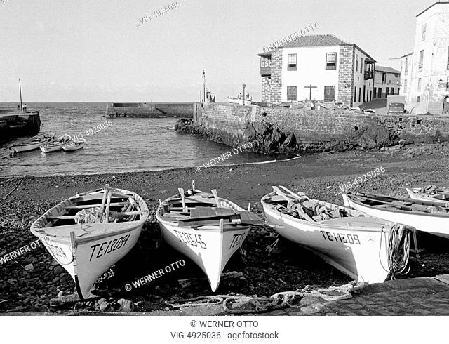 Eighties, Spain, Canary Islands, Canaries, Tenerife, E-Puerto de la Cruz, fishing port, fishing boats, sea, Atlantic Ocean - Puerto de la Cruz