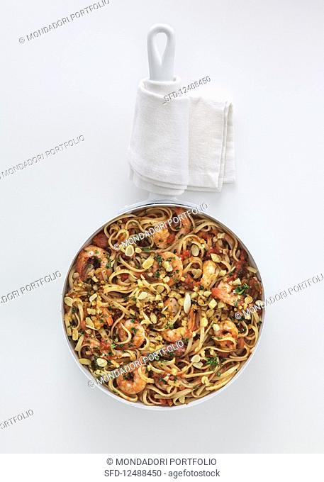 Fried linguine with prawns and breadcrumbs