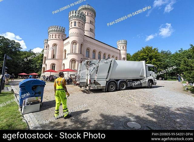 03 August 2020, Mecklenburg-Western Pomerania, Binz: A waste disposal vehicle drives off garbage from the Granitz hunting lodge