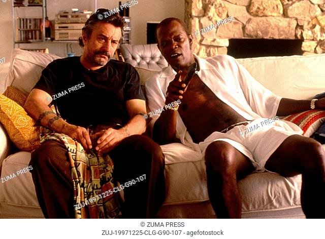Dec 25, 1997; Los Angeles, CA, USA; Actor ROBERT DE NIRO stars as Louis Gara and SAMUEL L. JACKSON as Ordell Robbie in the Quentin Tarantino directed film