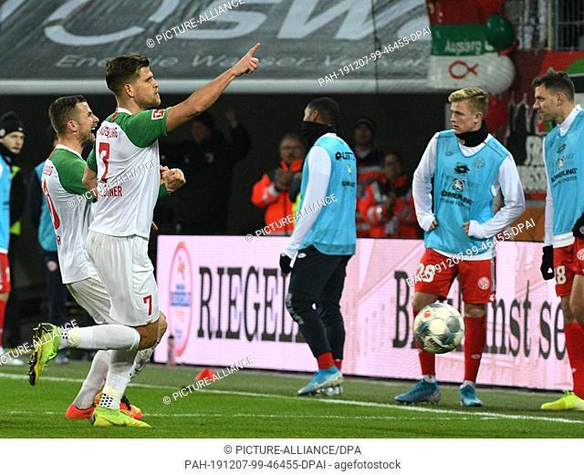 07 December 2019, Bavaria, Augsburg: Soccer: Bundesliga, FC Augsburg - FSV Mainz 05, 14th matchday in the WWK-Arena. Augsburg's Daniel Baier (l) and Florian...