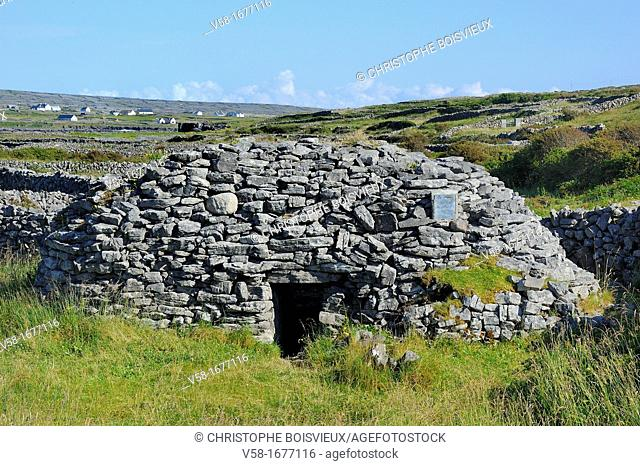 Ireland, County Galway, Aran Islands, Inishmore, Clochan na Carraige stone hut 5-10th C A D