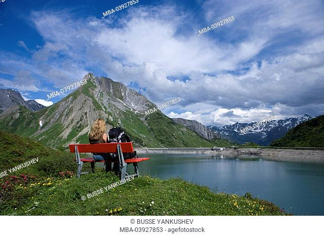 Austria, Vorarlberg, Lech am Arlberg, Lech-Valley, Spuller-Lake, woman