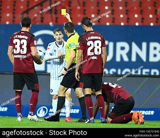 referee Harm Osmers has received a yellow card from Dominik Kother (KSC). GES / Football / 2. Bundesliga: FC Nuremberg - Karlsruher SC, 23.10