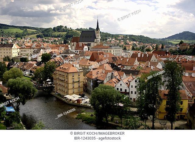 View on Cesky Krumlov, UNESCO World Heritage Site, South Bohemia, Bohemia, Czech Republic, Europe