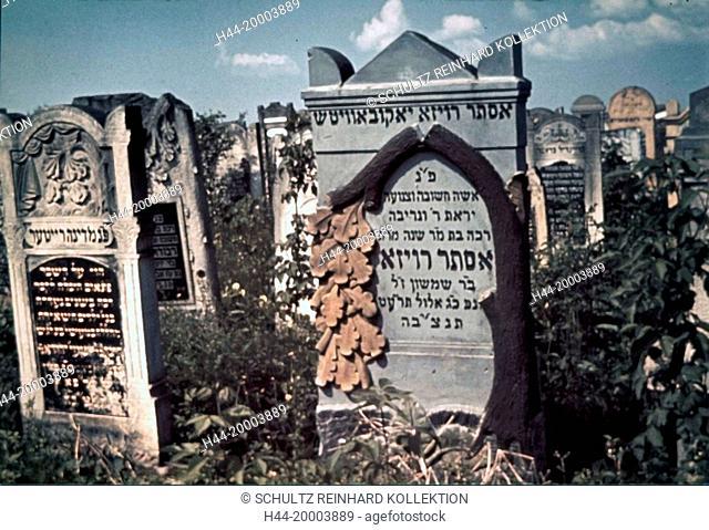 Ghetto Lodz, Litzmannstadt, Gravestones in the old Jewish cemetary on Wesola Street (Lustige Gasse), Poland 1940, World War II