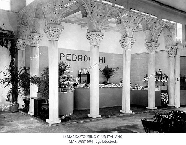 veneto, padova, ricostruzione del caffè pedrocchi alle sagre padovane, 1930-40 // veneto, padova, reconstruction of the caffè pedrocchi at the festivals