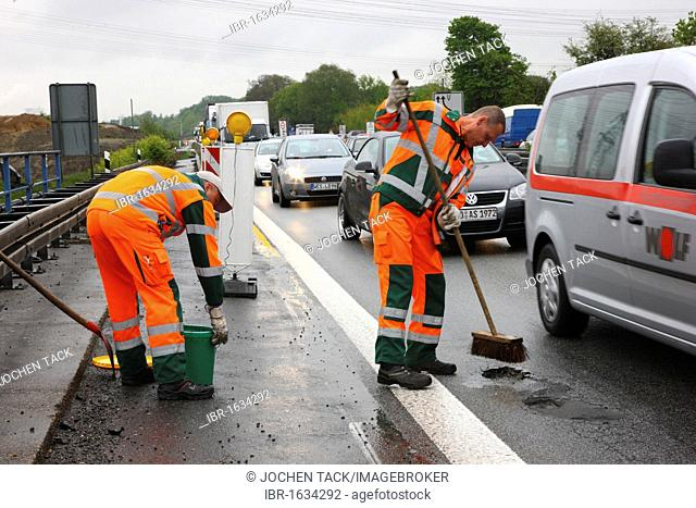 Employees of the Dortmund highway maintenance on road patrol, NRW department of transportation, A40 motorway or Ruhrschnellweg, Gelsenkirchen