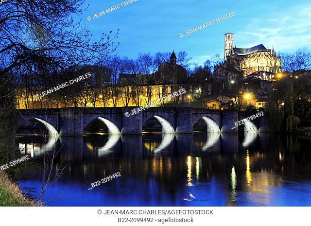 The bridge Saint-Etienne, the Vienne river, the cathedral Saint-Etienne, Limoges, Haute-Vienne, Limousin, France