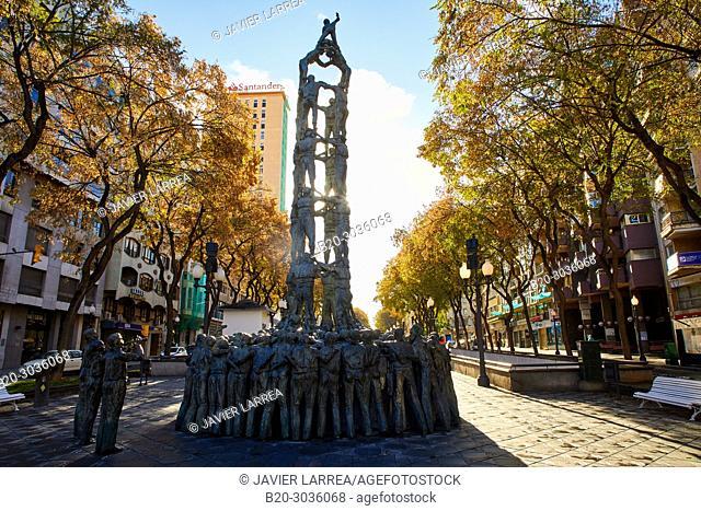 Quatre de Vuit life-size sculpture (1999) by Francesc Anglés, Monumento a los Castellers, Monument als Castellers, Rambla Nova, Tarragona City, Catalonia