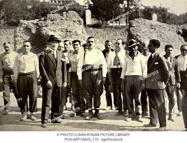 Roma, 27 October 1928 - Mussolini accompagnato dal Ministro della P. I. on Belluzzo, dopo avere inaugurato il nuovo edificio del Ministero della P. I