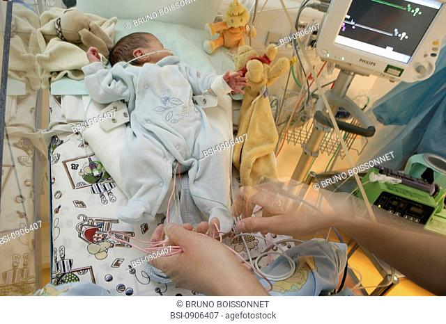 Photo essay at the hospital of Meaux 77, France. Department of neonatology. Premature baby. The surveillance of this premature baby is insured by various...