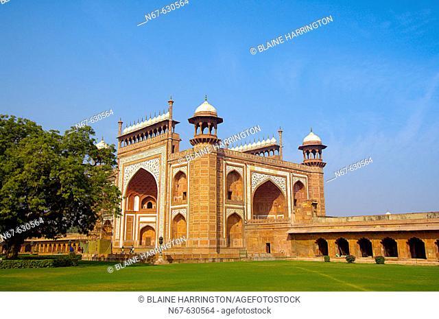 Approaching the Darwaza (gateway) to the Taj Mahal, Agra, Uttar Pradesh, India