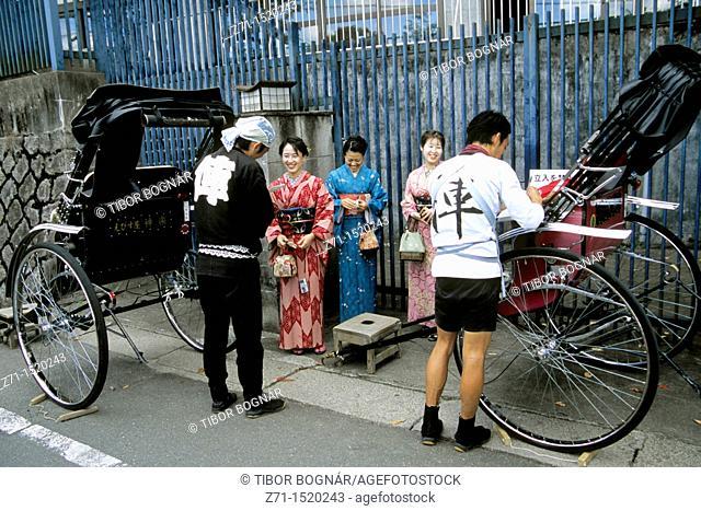 Japan, Kyoto, Higashiyama, rickshaw drivers, customers
