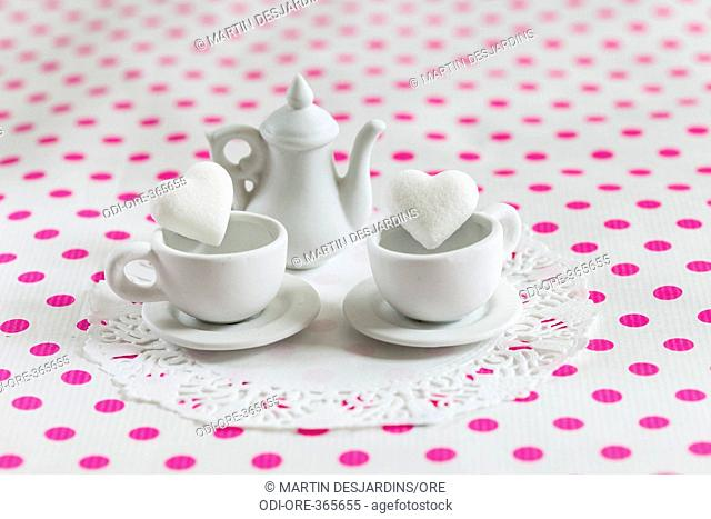 Teapot cups hearts