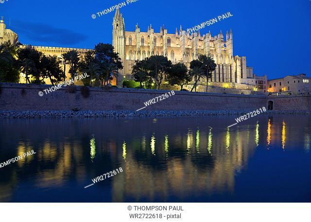 Cathedral and Almudaina Palace at night, Palma, Mallorca, Spain