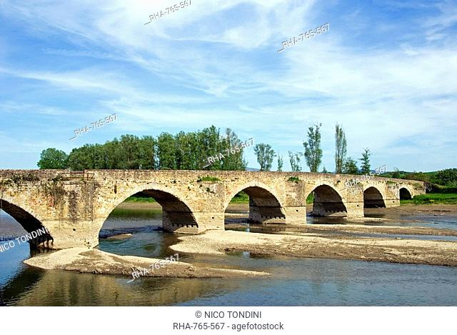 Arno River and the Romanesque bridge of Ponte Buriano, the bridge behind the face of Gioconda Mona Lisa of Leonardo da Vinci, Arezzo, Tuscany, Italy, Europe