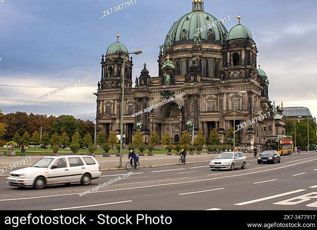 Berliner Dom Berlin Cathedral and Lustgarten in foreground, Berlin, Germany