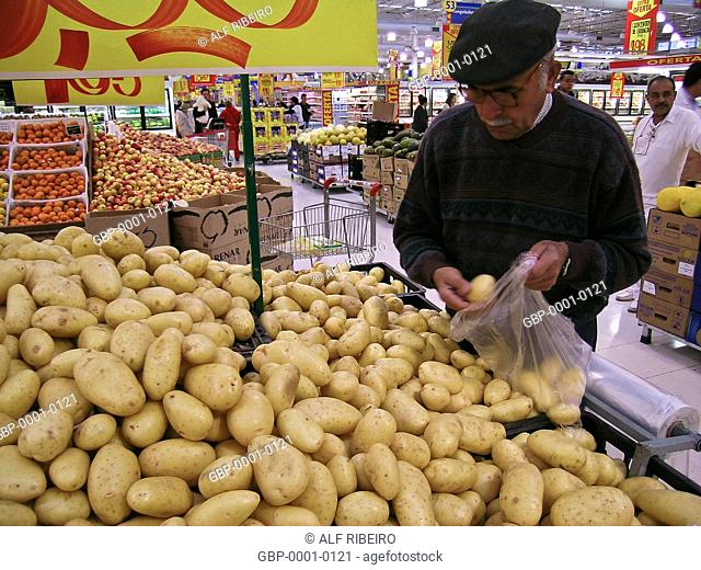 Banking potatoes, Extra Hypermarket, Capital, São Paulo, Brazil
