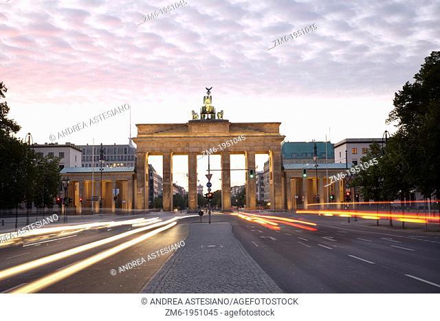 Brandenburg gate, Strasse des 17 Juni, Berlin