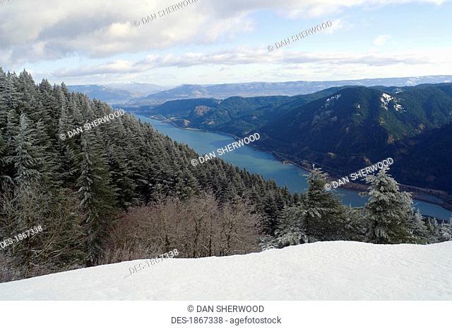 Columbia River Gorge seen from Dog Mountain, Washington, USA