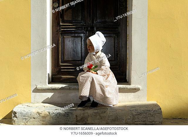 Europe, France, Var, 83, St  Tropez, the bravado, little girl in traditional costume Provençal