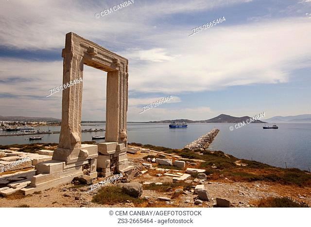 Portara, the giant door of the unfinished Temple of Apollon on Palatia Islet in Naxos town, Cyclades Islands, Greek Islands, Greece, Europe