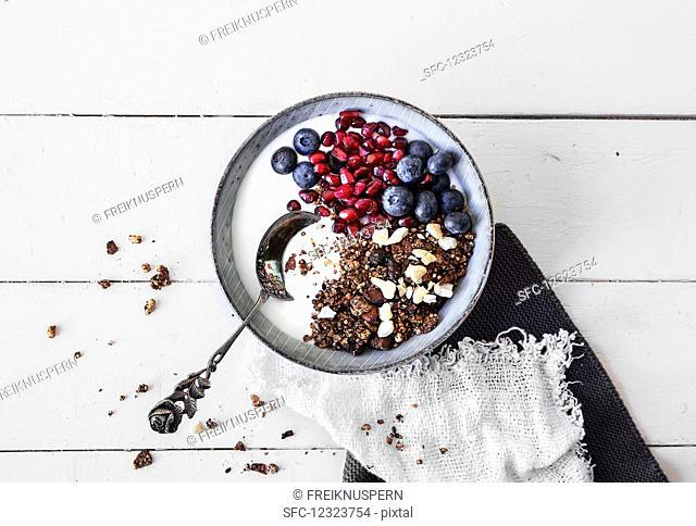 Gluten-free yoghurt muesli with fresh berries