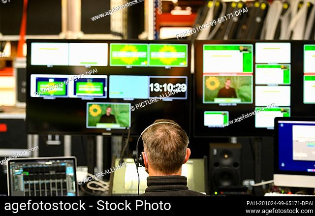 24 October 2020, Hessen, Karben: A technician sits in front of several screens in the control room at the digital party conference of Bündnis90/Die Grünen