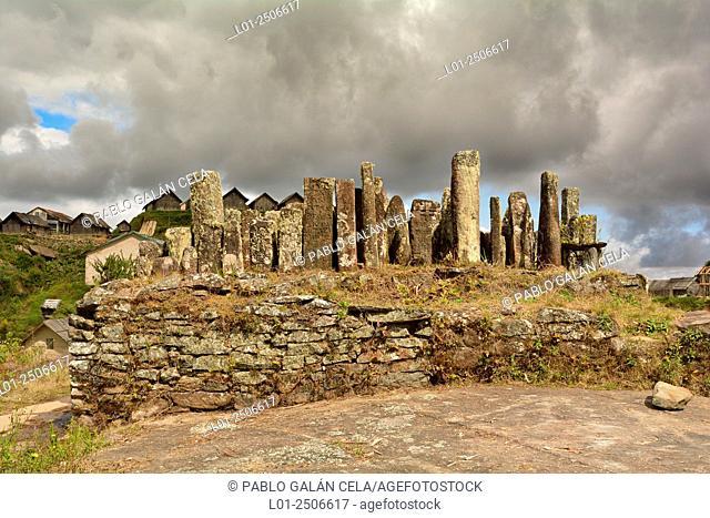 Monumento funerario de la etnia Zafimaniry, Madagascar
