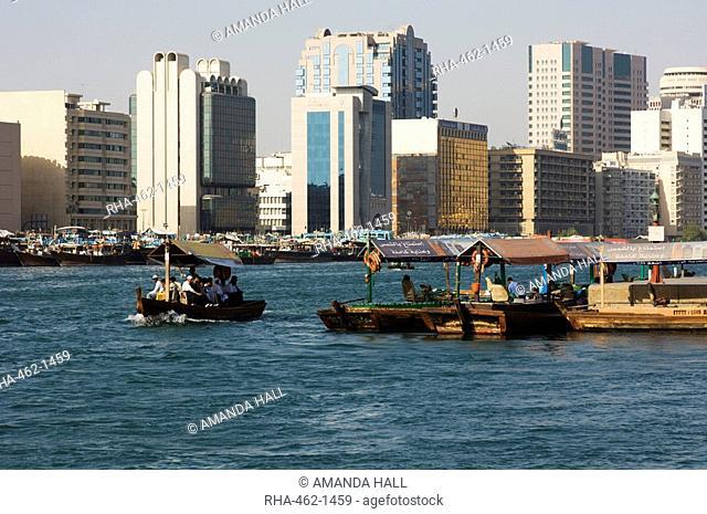 Abras small ferries crossing Dubai Creek, Dubai, United Arab Emirates, Middle East