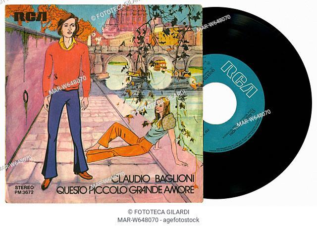 MUSICA LEGGERA Claudio Baglioni, copertina disco 45 giri 'Questo piccolo grande amore' Etichetta RCA Italia 1972,,Copyright © Fototeca Gilardi