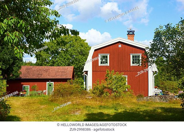 Rural scene with timber house and cabin, Ljustero, Stockholm County, Sweden, Scandinavia. . Ljustero is an island in the northern part of the Stockholm...