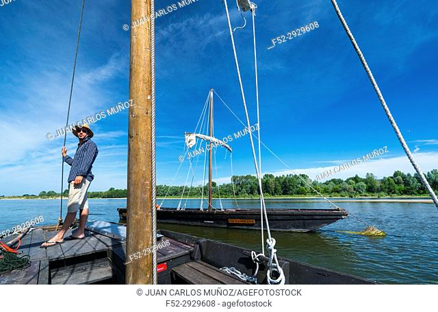 Traditional boat tour, Loire River, Chaumond-sur-Loire, Loir-et-Cher Department, The Loire Valley, France, Europe