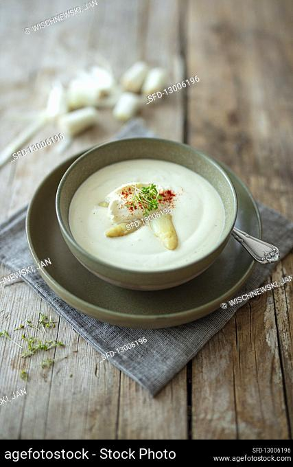 Creamy asparagus soup with cress and chilli (vegetarian)