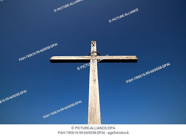 05 June 2019, Bavaria, Gerolfingen: The cross on the Hesselberg. The Hesselberg with its 689 meters is the highest elevation in Middle Franconia