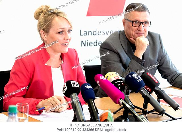 12 August 2019, Lower Saxony, Hanover: Laura Pooth (l), Regional President of the Education and Science Trade Union, and Christian Hoffmann, GEW Press Officer