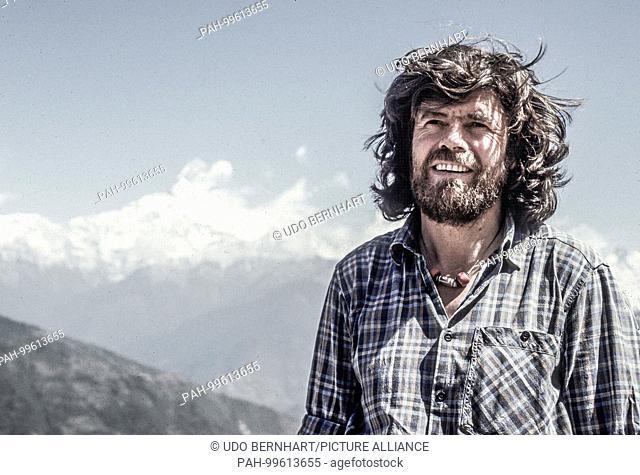 Mountaineer Legend Reinhold Messner on 25 October 1993 in Nepal | usage worldwide. - /Pokhara/Nepal